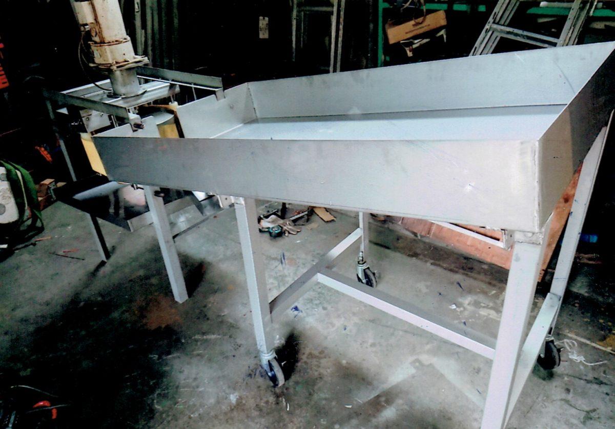 果汁搾り機の木製部分をステンレスに改造。(改造後)