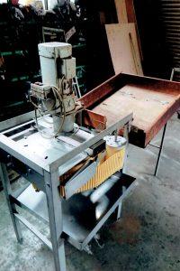 果汁搾り機の木造部分をステンレスに改造。(改造前)